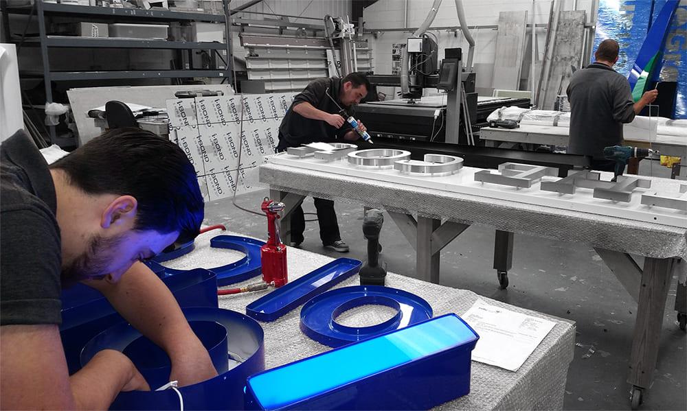 Производство световых вывесок